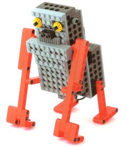 長い両腕を使って前に進むロボットです。