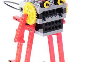 ベーシックコース4月作製ロボット『ぐるぐる進む君』