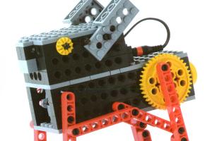 プライマリーコース4月作製ロボット『ロビット』