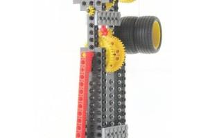 カチカチと針が時を刻むような、時計型ロボットです。