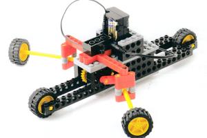 腕でオールを漕ぐような動きをするロボットです。