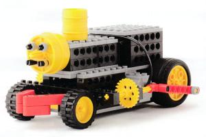 蒸気機関車の姿を再現したロボットです。