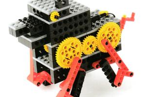 リンク機構によって作られた足をコミカルに動かしながら歩く犬型ロボット