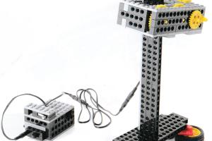 ミドルコース1月作製ロボット『ロボベーター』