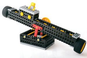 プライマリーコース5月作製ロボット『ロボシーソー』